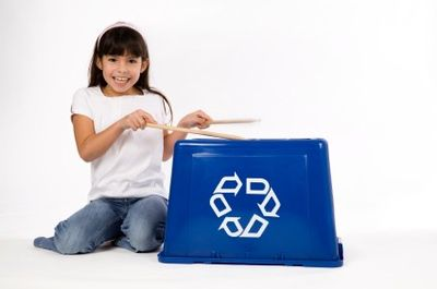 A recycling bin becomes a drum