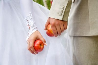 Treat your guests to organic apples at your wedding