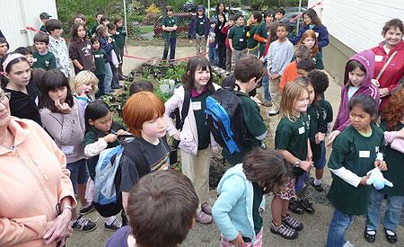 Montlake-student-volunteers