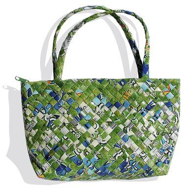 Woven zipper purse