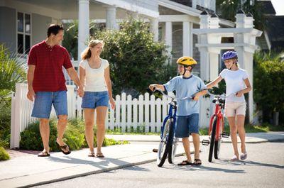 Familywalkingwithbikes