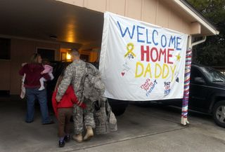 Military+Family+Welcomes+Back+Dad+Iraq+One+KTI55njqteml