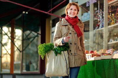 Reusable bags add earth-friendly flair.