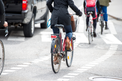 Cyclist helmet commuting