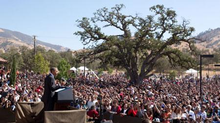 Obama-at-Chavez-dedication