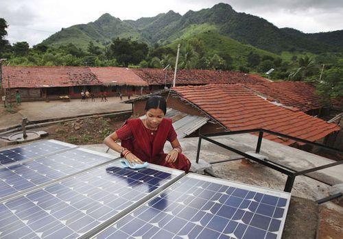 India femal-solar-engineer