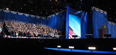 Obama-and-backstage-crowd