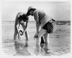Rachel_Carson_with_Bob_Hines_Conducts_Marine_Biology_Research