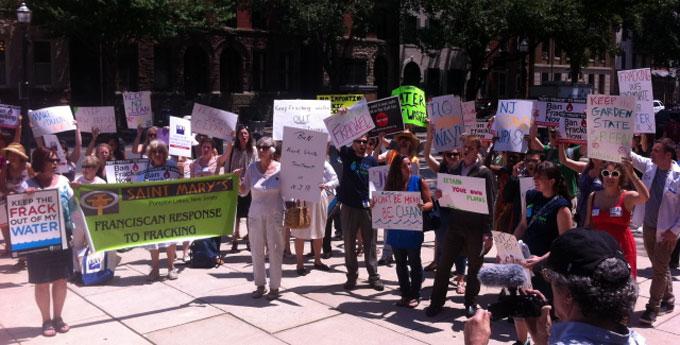Trenton-fracking-rally