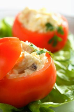 Stuffed tomatoes as a bread bowl substitute