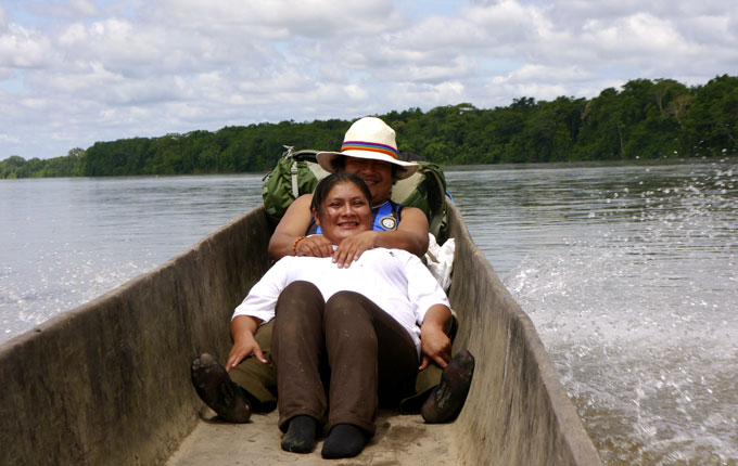Vargas-&-wife-in-canoe