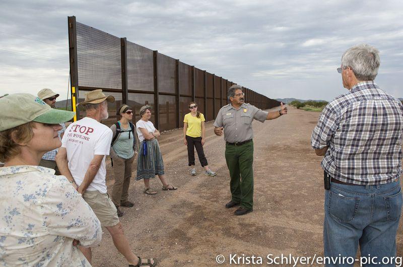 Borderlands-Team-at-wall