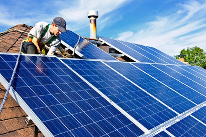 Intalling-rooftop-solar