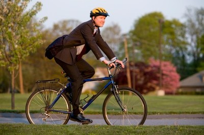 Bike_commute_istock_000006065227xsm